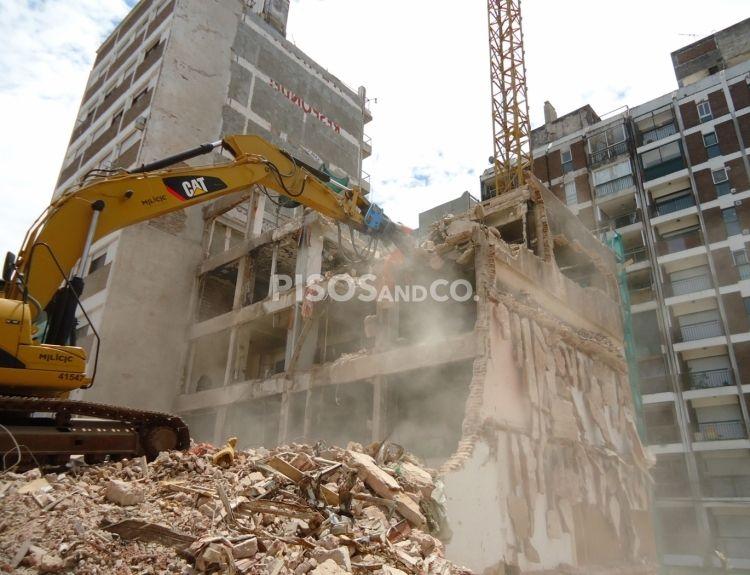 El concello de A Coruña prevé demoler dieciséis edificios a medio construir.